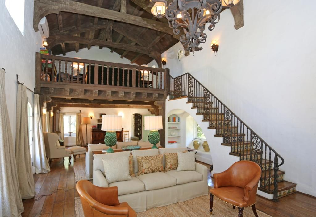 Reese witherspoon sells ojai home at a loss - Celebrities live small old stylish homes ...