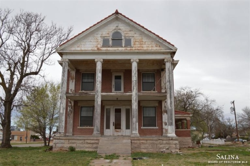 Crumbling Mansions For Under 100 000 Zillow Porchlight