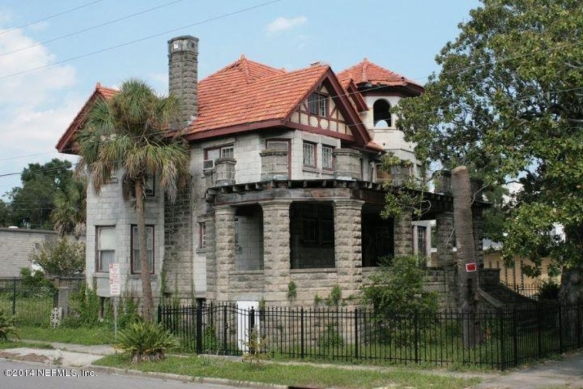 Crumbling mansions for under 100 000 zillow porchlight for 100000 dollar house