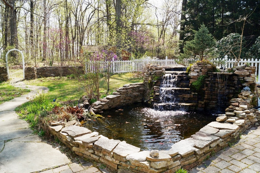 Homes For Sale With Gorgeous Gardens Are Popping Up Like