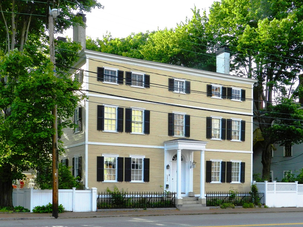 13 colonial style homes for sale in the 13 colonies for Colonial home builders