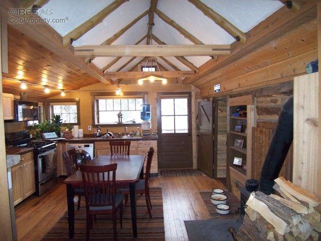 Urban to beachy 10 amazing tiny homes zillow porchlight for Tiny house company colorado