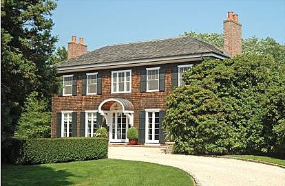 Time to buy in the hamptons if you 39 re a celeb zillow for Celebrity homes in the hamptons