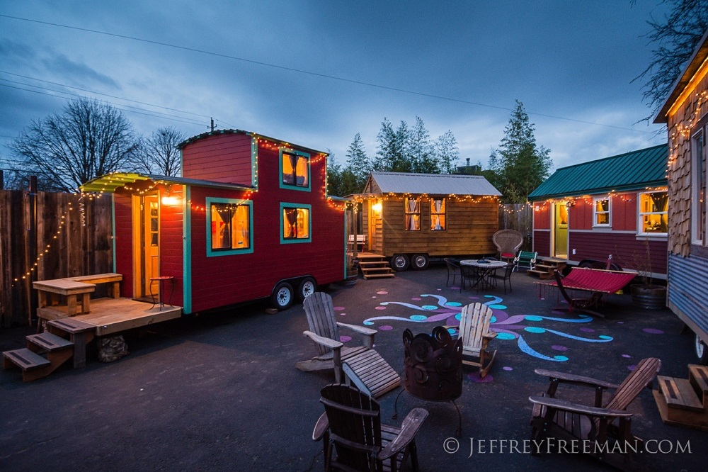 20 somethings living tiny zillow porchlight for Tiny house zillow