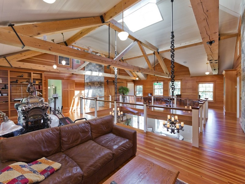 House of the week a carriage house built for a castle in for Carriage house flooring