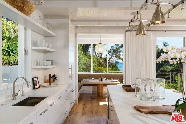 Update Cindy Crawford Sells Malibu Home For More Than