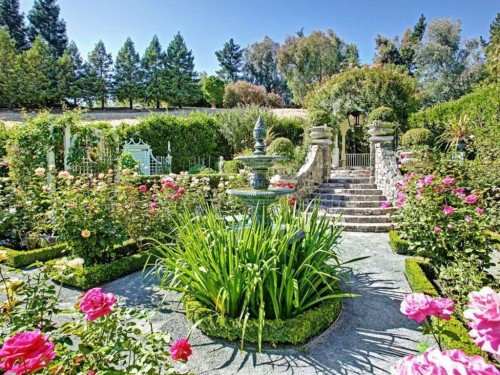 Zillow's Dig This Trend: French Flair manicured garden