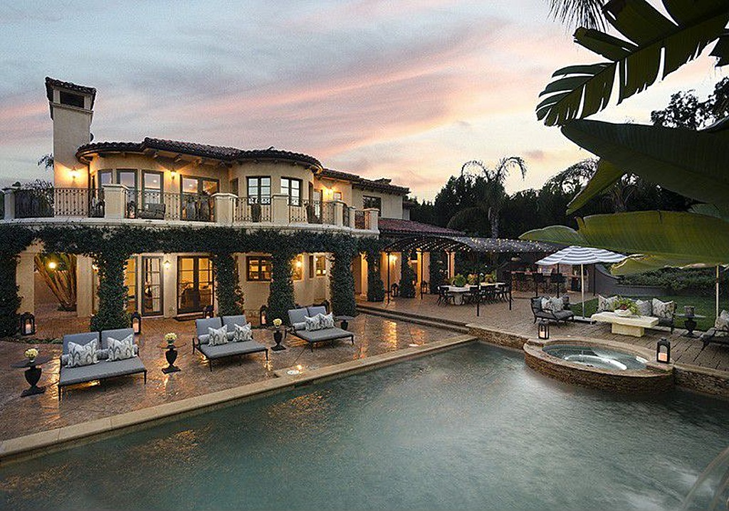 khloe lamar 39 s mansion for sale zillow porchlight