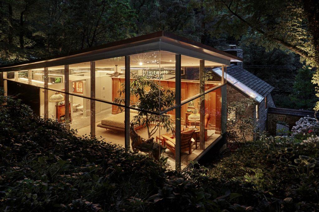 Fernside Cottage bedroom at night