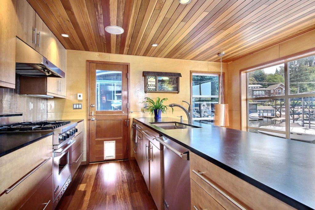 Houseboat10