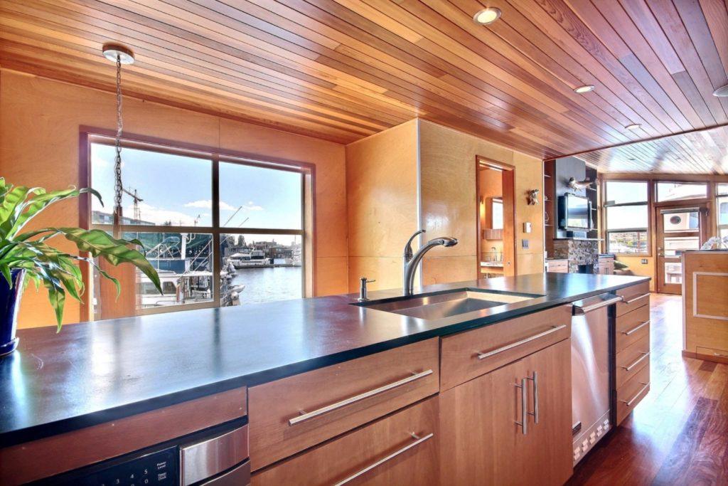 Houseboat11