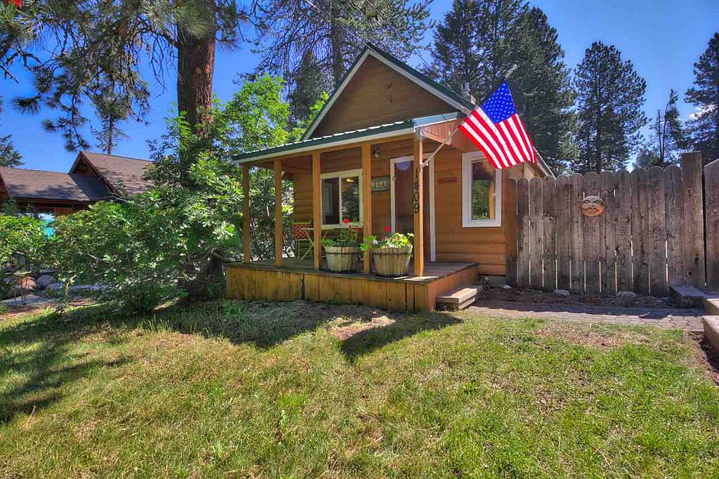 8 staycation worthy tiny homes for sale zillow porchlight