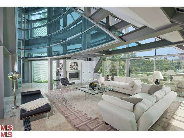 Bieber reportedly rents glass house in beverly hills for Living room jb
