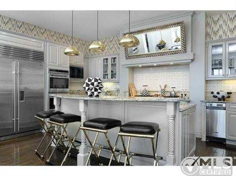 Kourtney Kardashian 39 S Bold Decor Attracts Buyer Zillow