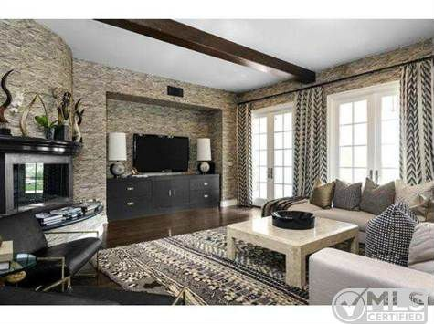 Kourtney kardashian 39 s bold decor attracts buyer zillow Decoration maison khloe kardashian