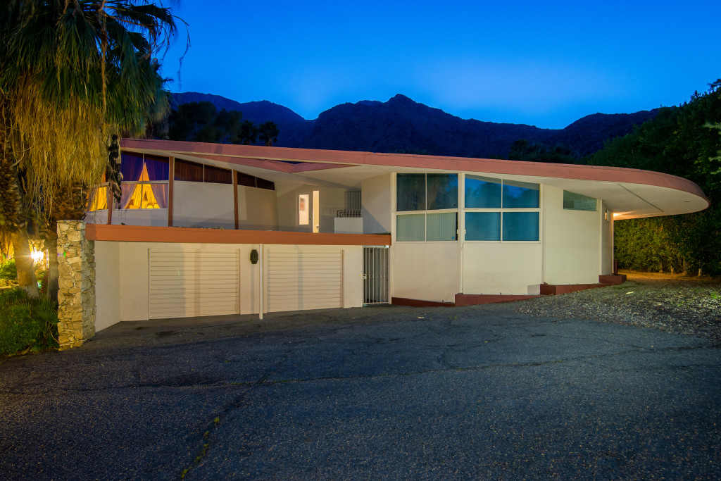 Elvis presley 39 s mid century honeymoon retreat for sale for Mid century modern homes zillow