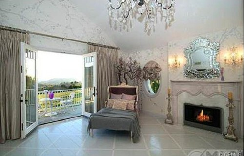 Jessica Simpson is in escrow to buy the Osbourne family's former Hidden Hills mansion. The home will provide the growing Simpson family with 11,000 square feet and a private pool.