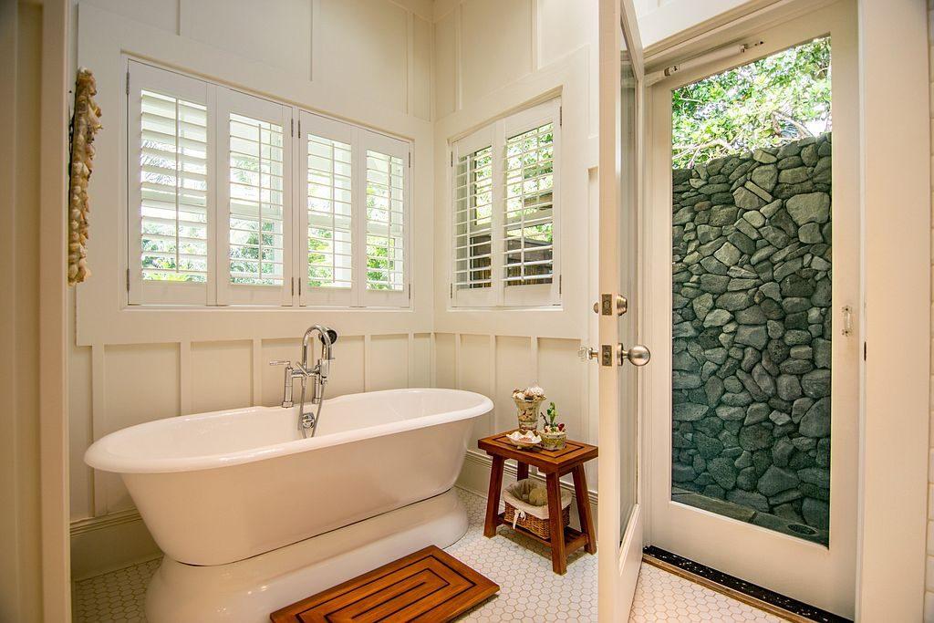 pat-benatar18-bathtub