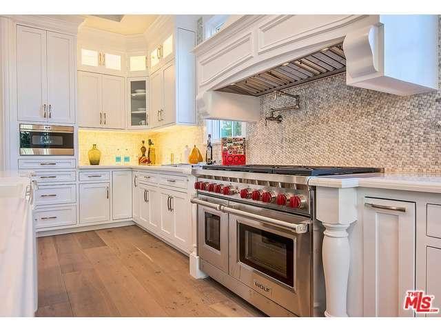 Rebel Wilson's kitchen2