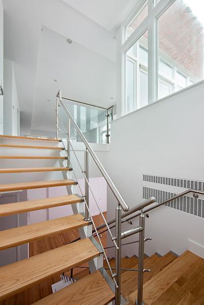 report  rihanna renting manhattan apartment for  39 000 a
