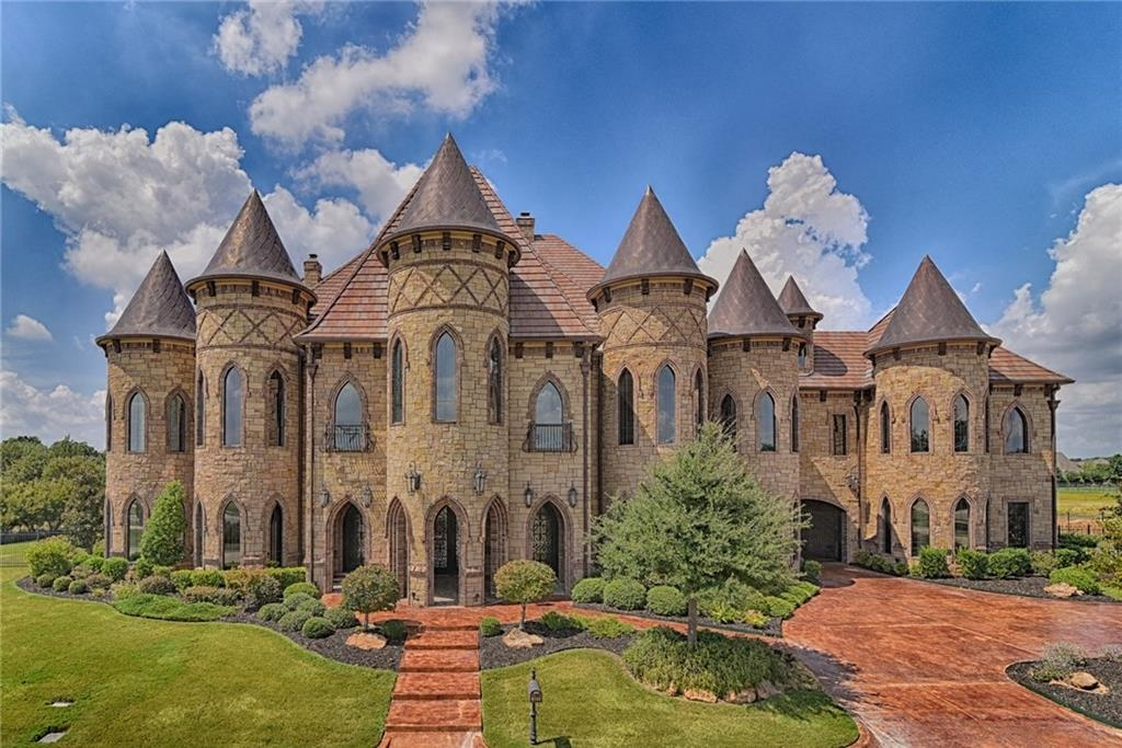 10 whimsical fairy tale homes zillow porchlight for Castle style homes for sale