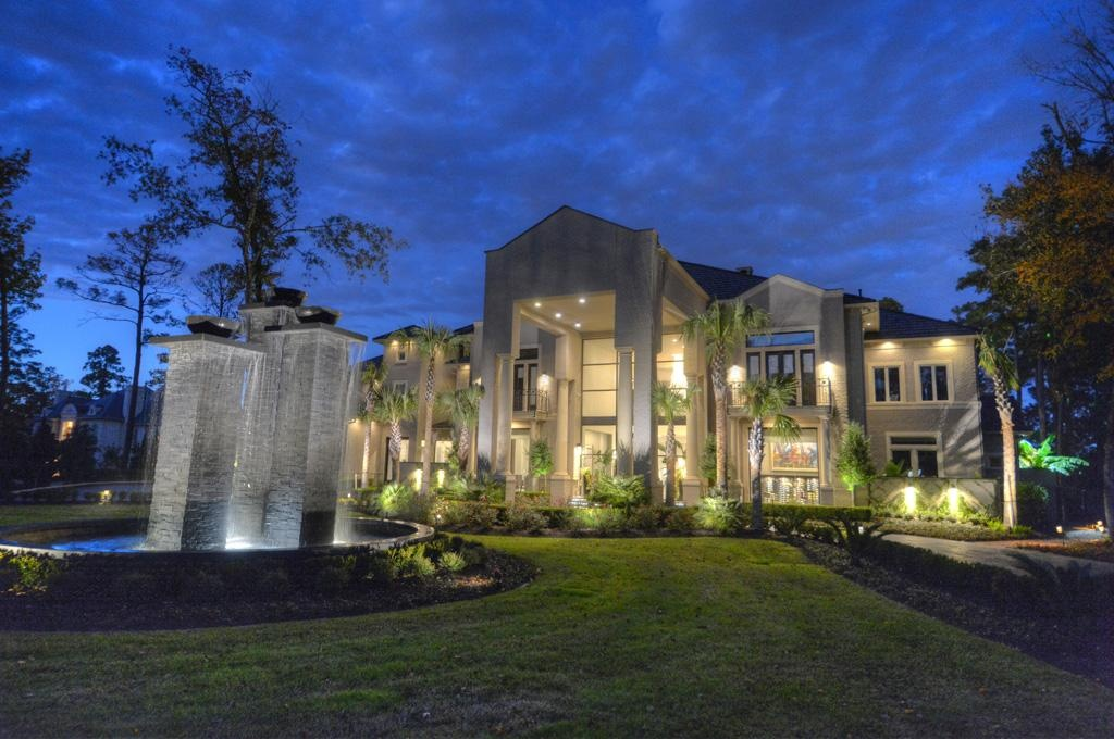 House of the week texas mansion with three story closet for Big one story houses