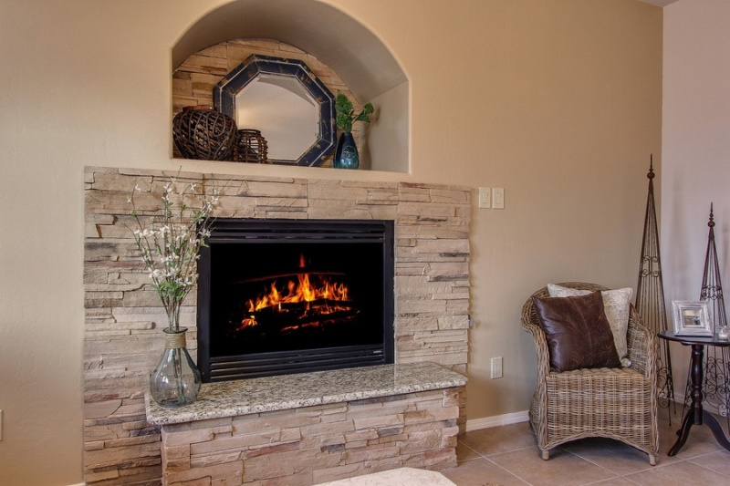 The fireplace is elegantly staged in a way so that it becomes the focal point of the room. Source: Su Casa Staging.