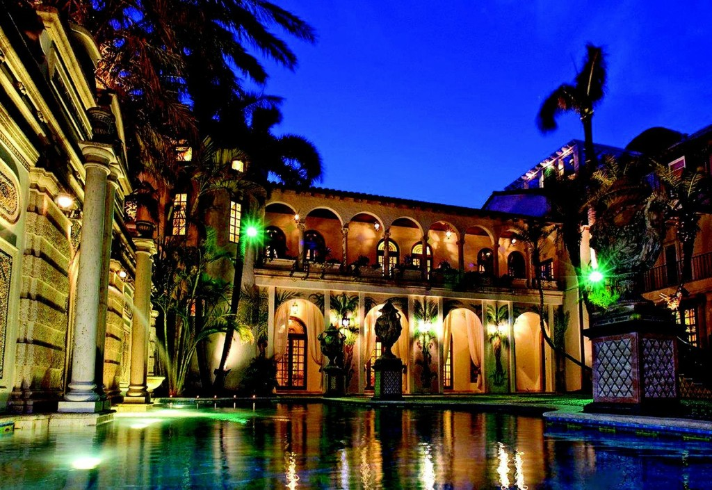 Versace mansion sells at auction for 41 5 million for Versace pool design
