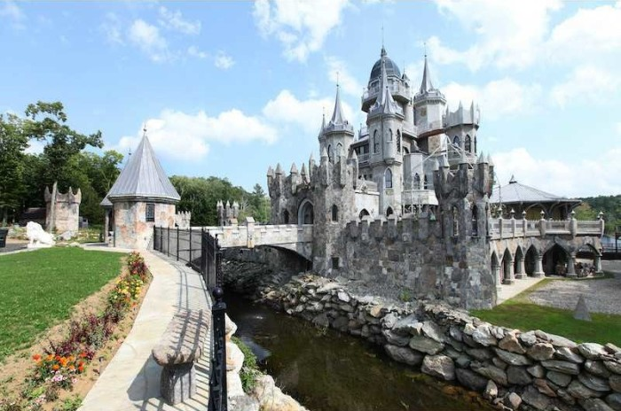 Fairy tale homes for sale zillow porchlight for Modern day houses for sale