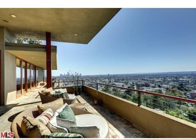 Zac Efron Buys Hollywood Hills Home For 3 995 Million