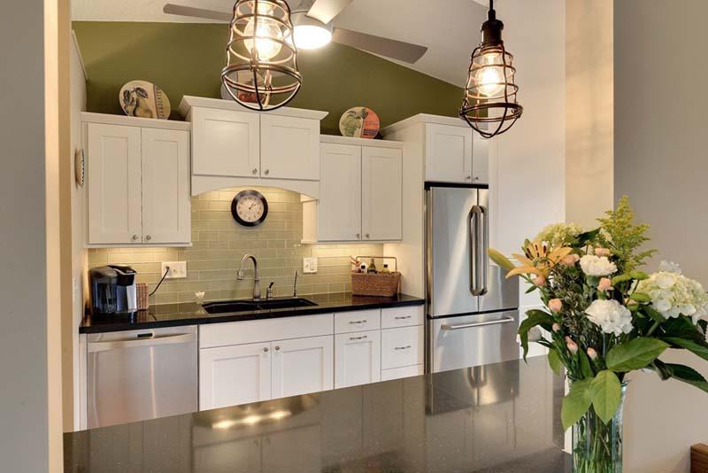cottage-kitchen-with-quartz-countertops-and-white-shaker-cabinets-i_g-ISd01h6i18xgjp1000000000-ewR9w
