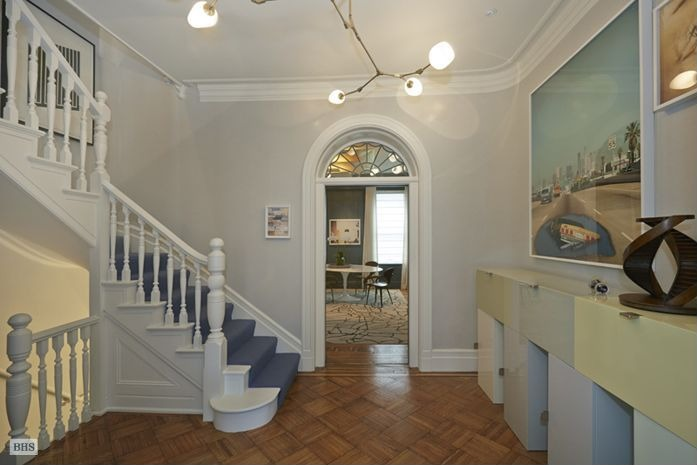 Andy warhol 39 s former nyc townhouse for sale zillow for Nyc townhouse for sale