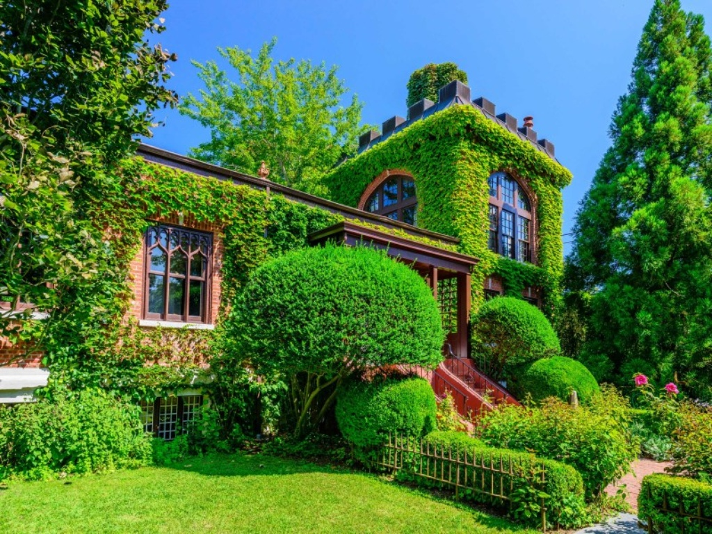 For sale ivy covered castle in the hamptons zillow for Mansions in the hamptons for sale