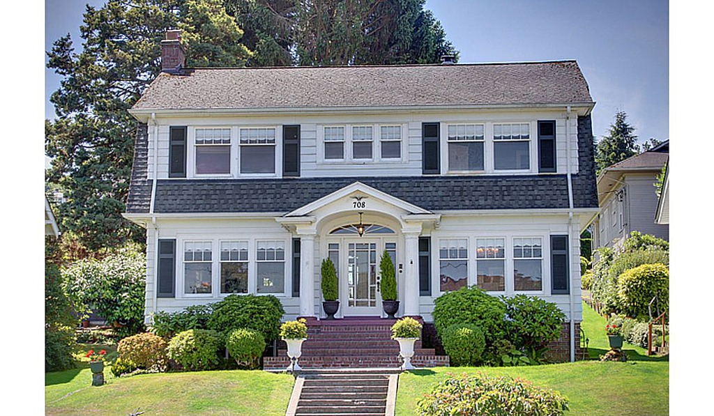 Home used in 39 twin peaks 39 for sale zillow porchlight for Early 90s house
