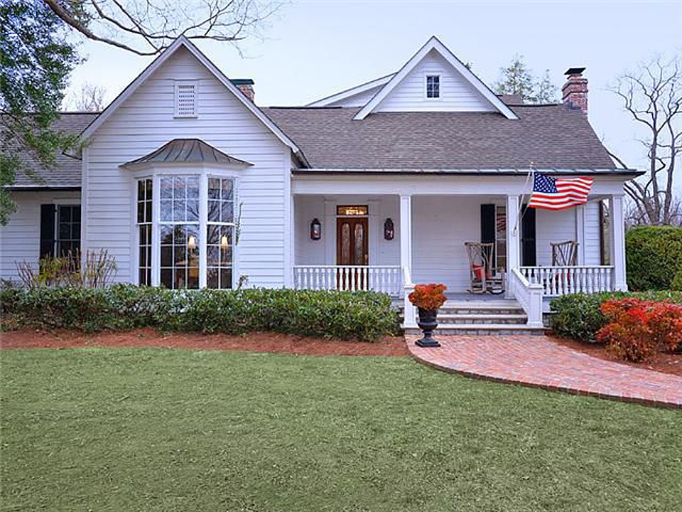 Southern star trisha yearwood selling country house near for Nashville tn house plans