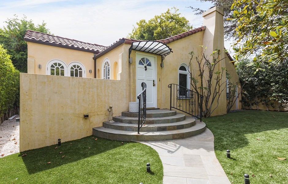 Update Faye Dunaway 39 S West Hollywood Compound Goes For 1
