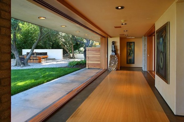 Report katy perry buys mid century modern home in for Mid century modern homes zillow