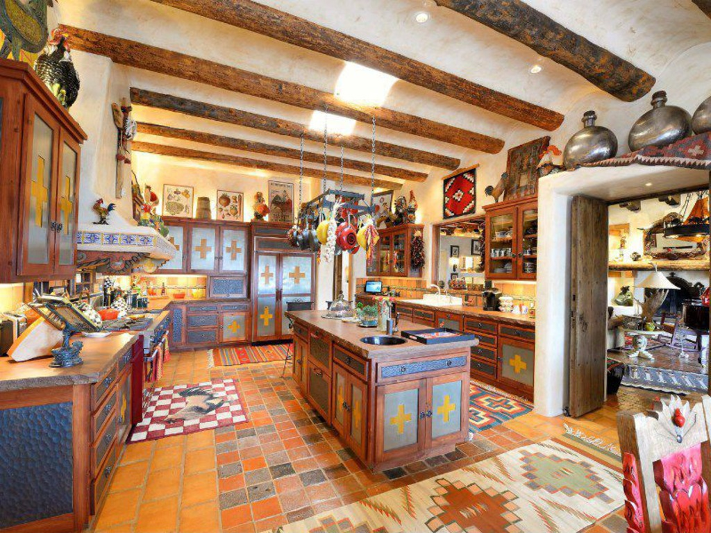 House of the week luxury ranch designed by randy travis for Santa fe kitchen