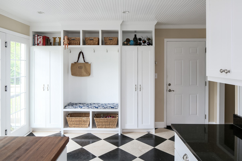 Maximizing your laundry mudroom spaces zillow porchlight for Cost to build a mudroom