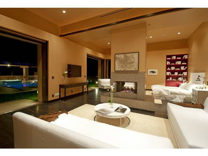 Rihanna S Pacific Palisades Home For Rent Zillow Porchlight