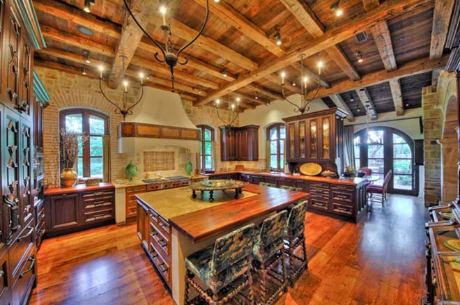 mediterranean-kitchen-with-exposed-beams-i_g-IS9h7q5gvc1zlw1000000000-shu1Y