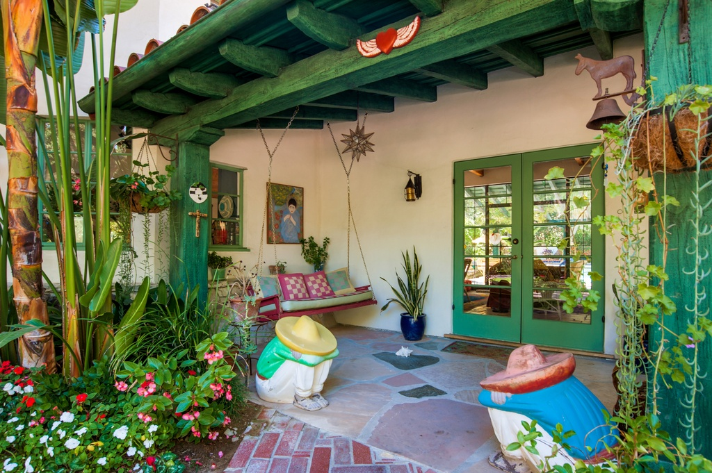 Actress Annie Potts Designed This Funky Hacienda Zillow Porchlight