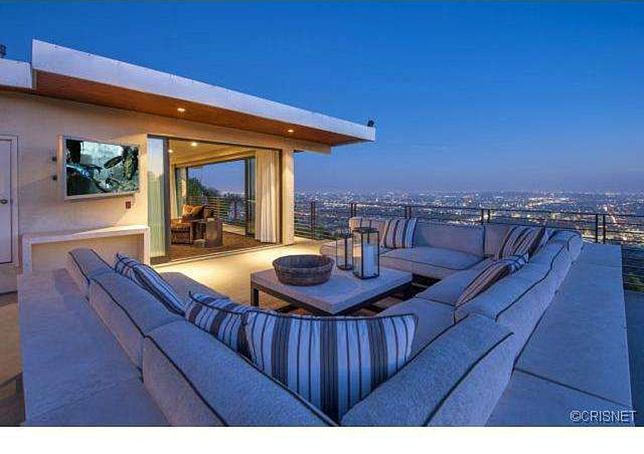 Running back reggie bush lists redecorated hollywood hills for Terrace jogging track