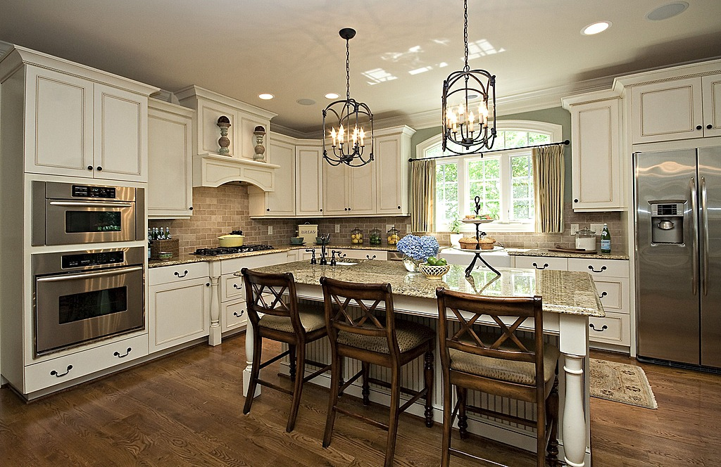 Zillow digs spring trend report traditional kitchens for Traditional dark kitchen cabinets