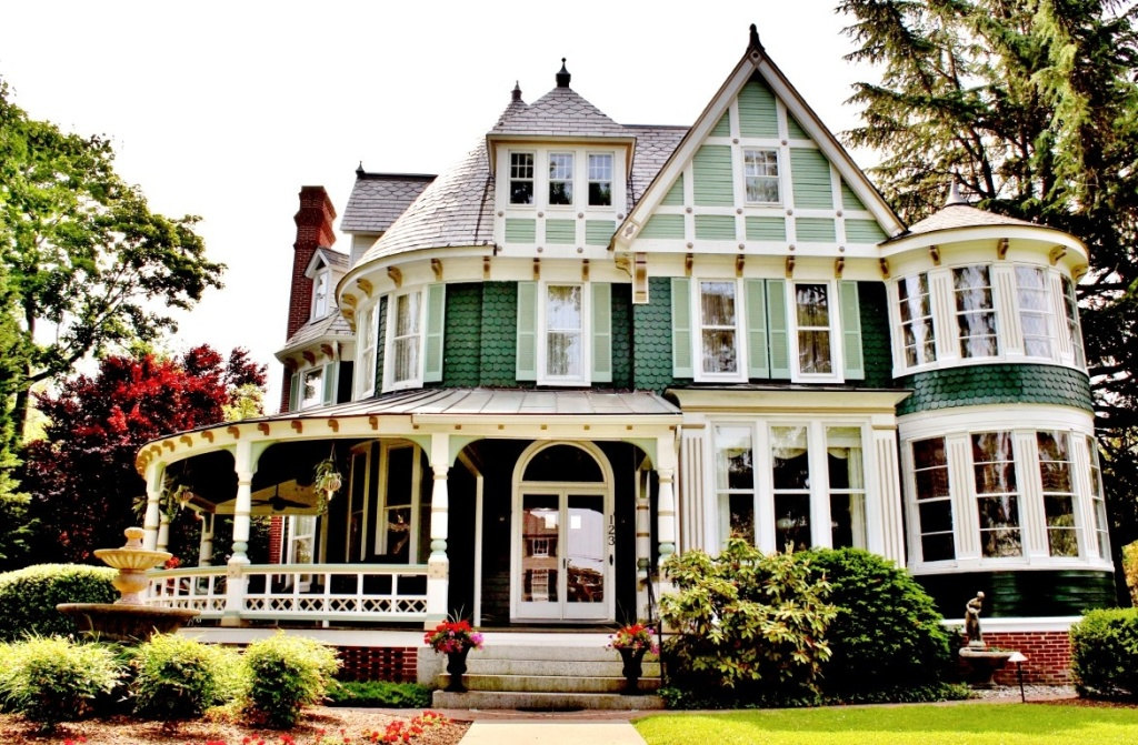 Is buying a historic home right for you zillow blog for Large victorian homes for sale