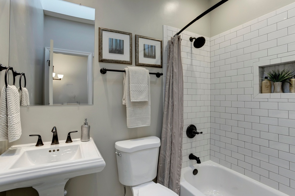 Budget bathroom remodel tips to reduce costs zillow digs for Bathroom ideas zillow