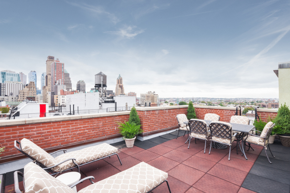 Alexis bledel vincent kartheiser sell brooklyn heights for 2 montague terrace brooklyn heights