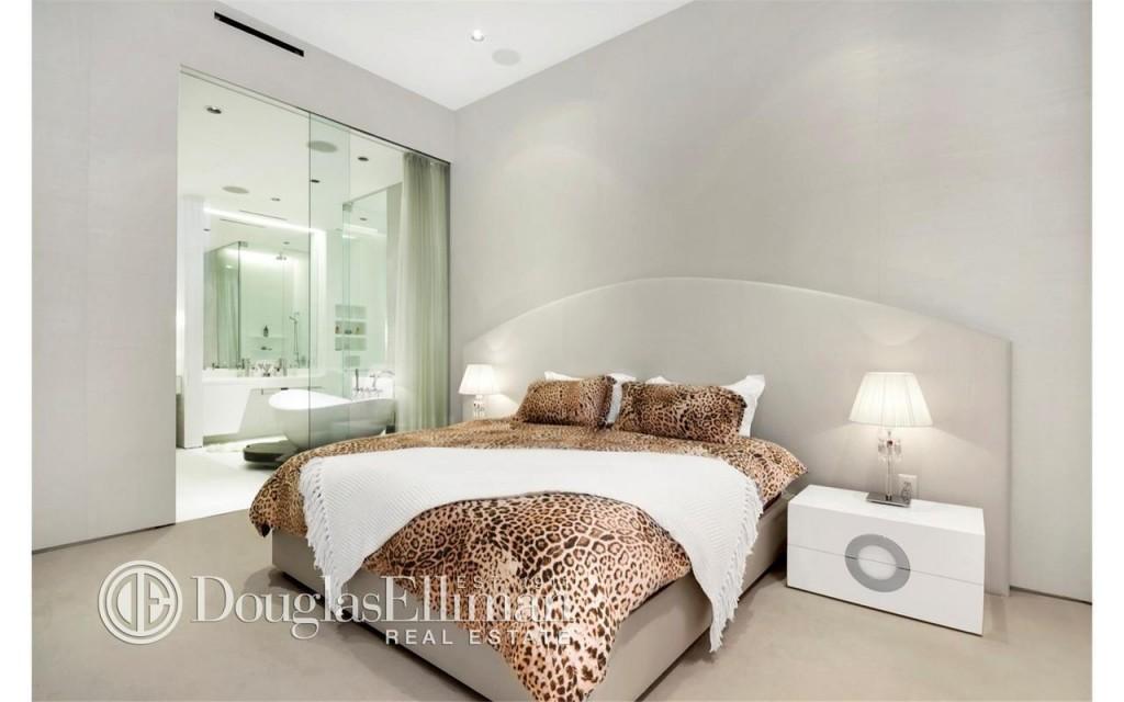 Irinia bedroom